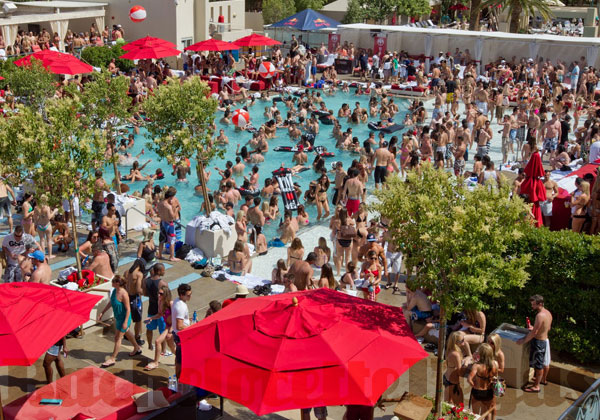 how to go to a pool party